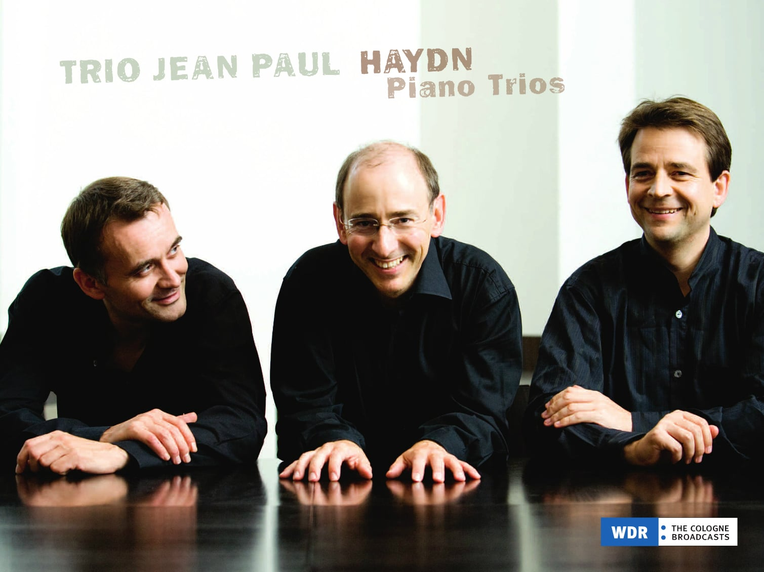 "Inlay ""Trio Jean Paul: Haydn Piano Trios"", Seite 1. © 2014 Avi-Service for music, Cologne / Germany ・ Licensend by WDR media group GmbH ・Fotos © Irene Zandel ・ Coverdesign: www.BABELgum.de"